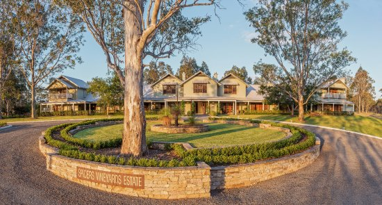 The front entrance to Spicers Vineyards Estate