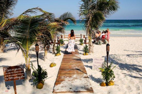 Akiin Beach Club The Path