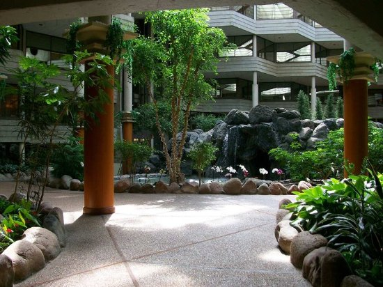 Bloomingdale, IL: Atrium