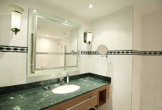 Hilton Imperial Dubrovnik: King Executive sea view room - bathroom