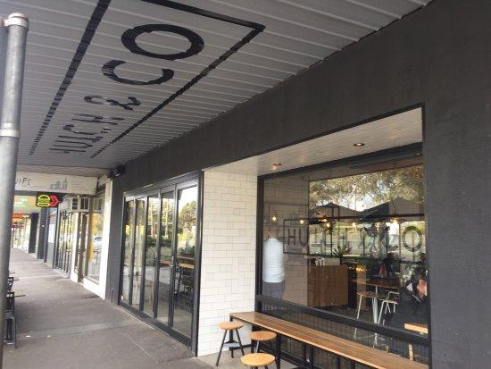Lilydale, Australia: Footpath view