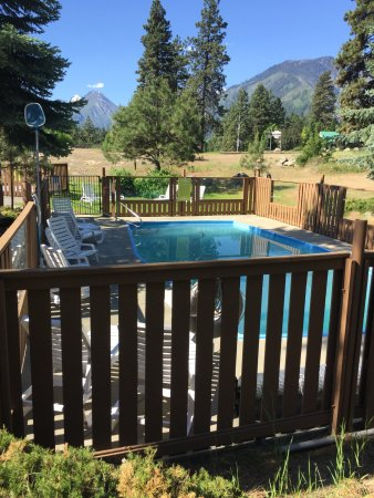 Alpine Rivers Inn: Pool Area