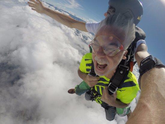 Quepos, Kostaryka: 30 segundos de caída libre a 9,500 pies sobre el parque de Manuel Antonio... lo máximo