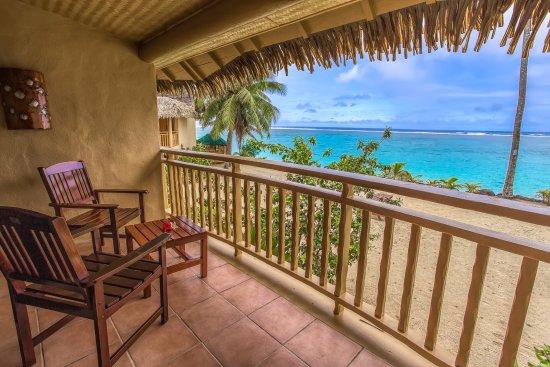 ซังค์ทัวรี่ราโรทองก้าออนเดอะบีช: Your View from a Beachfront Suite Balcony