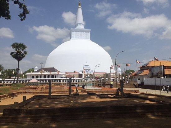 Ruwanwelisaya Dagoba: IMG-20170727-WA0004_large.jpg