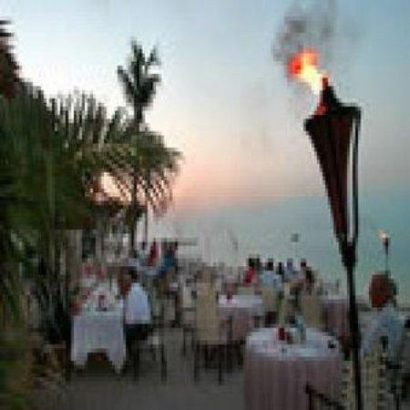 Old Bahama Bay: Restaurant
