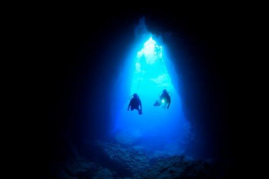 Grotto, Saipan. Photo by Junji Takasago