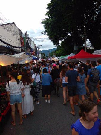 Sunday Night Market Walking Street - Tha Pae Gate : roads are closed to traffic on Sunday night.