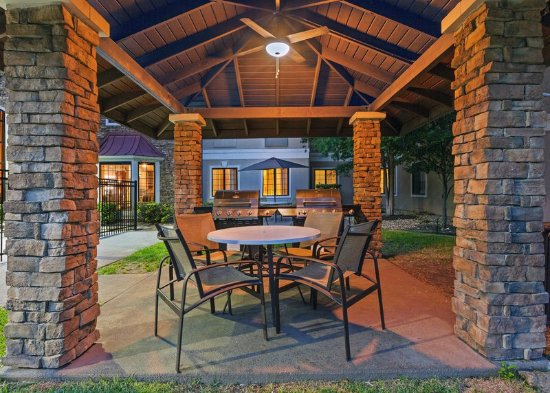 Round Rock, Teksas: Outdoor Living Room / Patio/BBQ Grill