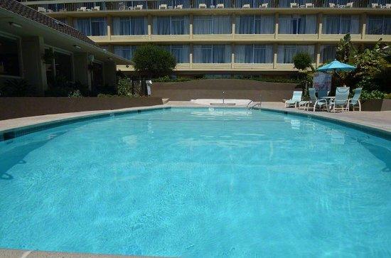 Carmel Mission Inn & Fuse Lounge Café: Pool view