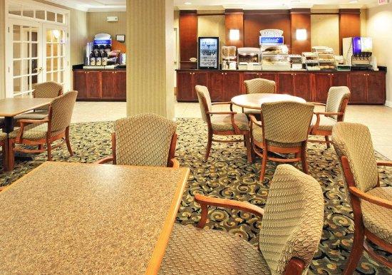 Holiday Inn Express Camden: Breakfast Area