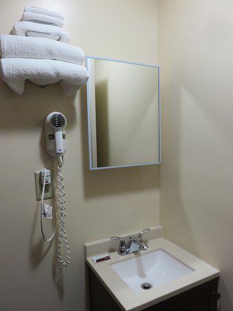 Dunmore, PA: Tiny sink, no shelf space