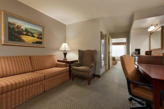 Saint Cloud, MN: Suite