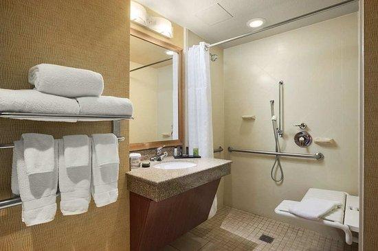 East Peoria, IL: Accessible Bathroom