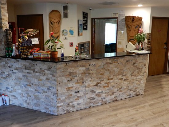 Aloha Beach Resort & Suites: New reception desk and lobby