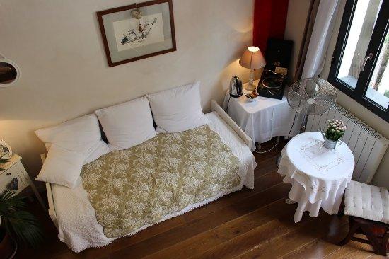La Petite Maison: Chambre Lin Clair salon