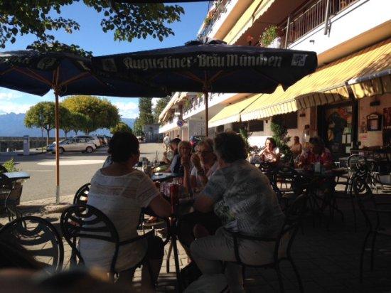 Ispra, إيطاليا: Outside seating