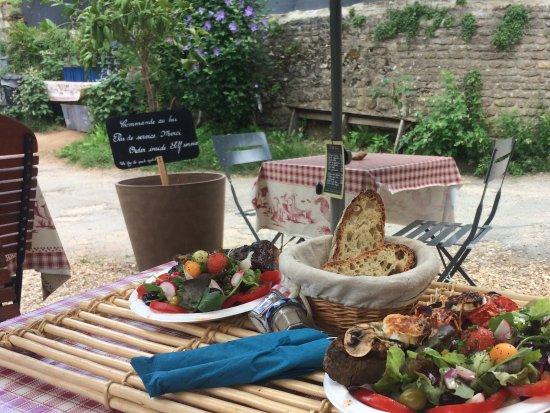 Saint-Leon-sur-Vezere, فرنسا: Salade et tartine