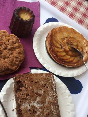 """Saint-Leon-sur-Vezere, فرنسا: """"Petit"""" échantillon de desserts"""