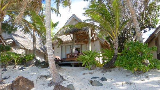 Titikaveka, Cookøyene: Bungalow direkt am Strand