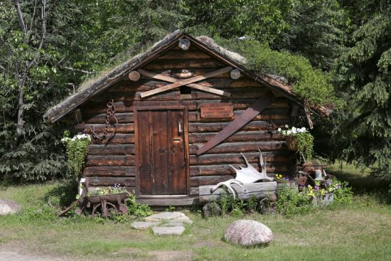Kantishna Roadhouse: Miners claims hut in the grounds