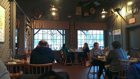 Tewksbury, Массачусетс: part of the restaurant where we sat