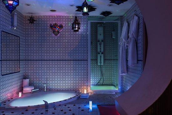 Brussels Welcome Hotel: package romantique en SUITE AVEC JACUZZY DOUBLE