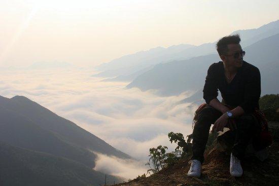 Son La, Vietnam: On the way from Ta Xua center to 'Dinosaur Spine'