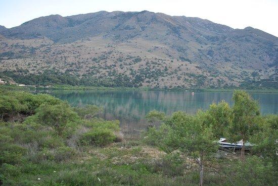 Κουρνάς, Ελλάδα: der See in der Dämmerung