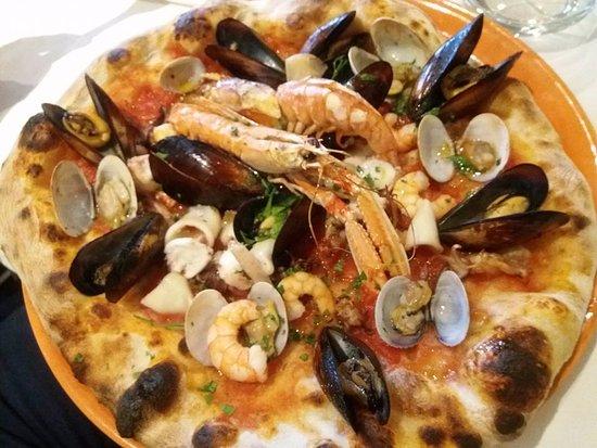 Dormelletto, Italië: pizza