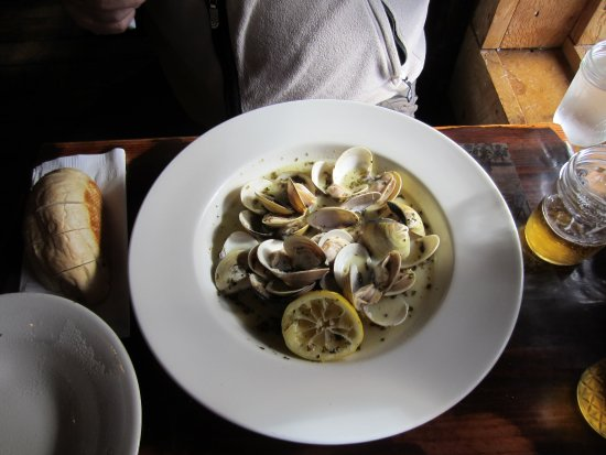 Exit Glacier Salmon Bake: Great steamer clams - love the steamer lemon!