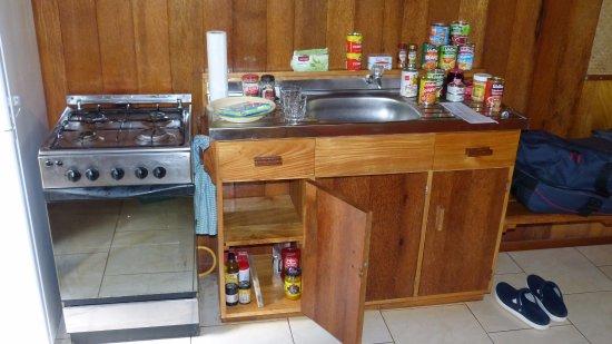 Atiu, Cook Islands: Küche mit Verpflagung