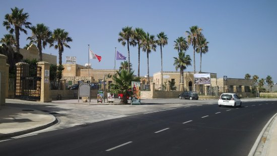 Gharb, Malte : Entrance to the village
