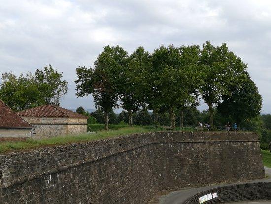 Navarrenx, فرنسا: IMG_20170723_190617_large.jpg