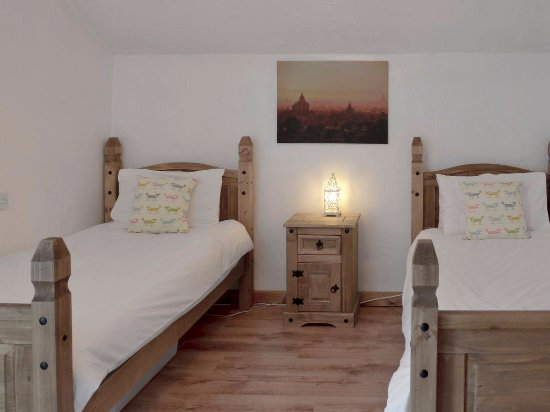 Lanivet, UK: Old Farmhouse Twin Bedroom