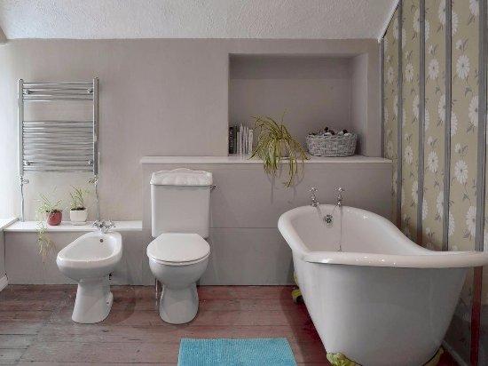 Lanivet, UK: Old Farmhouse Bathroom
