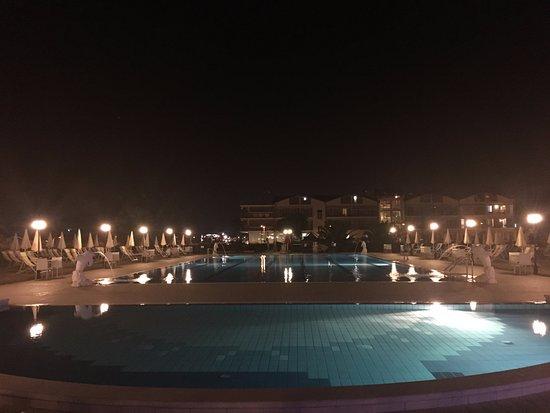 Roses Hotel: piscina con delfini ... spettacolo!