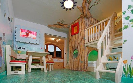 Family Hotel La Grotta: Family Marmotta con il letto dei bimbi nell'albero