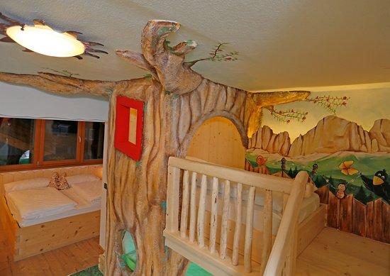 Family Hotel La Grotta: Il tuo bimbo potrà realizzare il sogno di dormire nell'albero