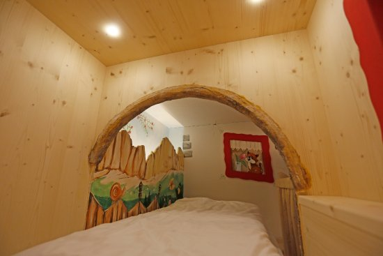 Family Hotel La Grotta: Il letto nell'albero