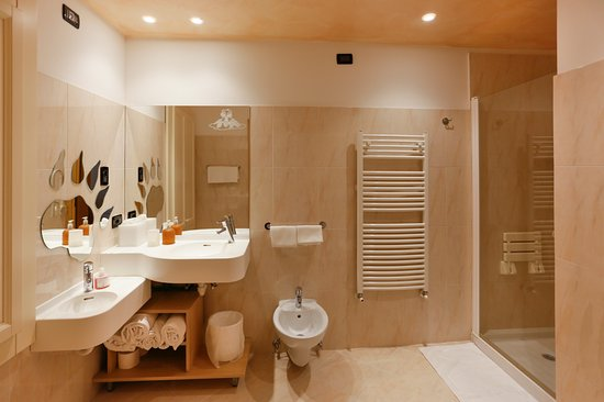 Bagno family marmotta con il lavandino ad altezza bimbo e specchio