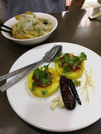 999 Shan Noodle House: 'Hta min chin' -- sticky yellow rice with tomato salsa/sauce, coriander, raw garlic, and onion r