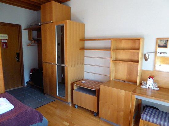 Schrank und grosse Ablage am Eingang - Picture of Lapland Hotel ...