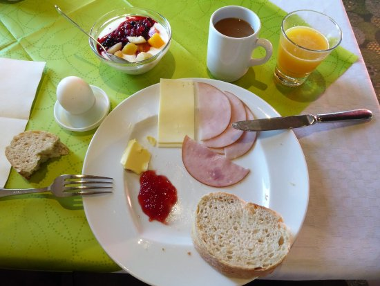 Yllasjarvi, Finlandia: Morgenessen mit Buffet