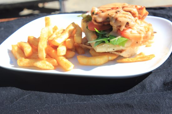 Bongaree, Australia: mexican chickrn burger