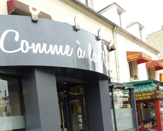 Mantes-la-Jolie, Frankrijk: La devanture