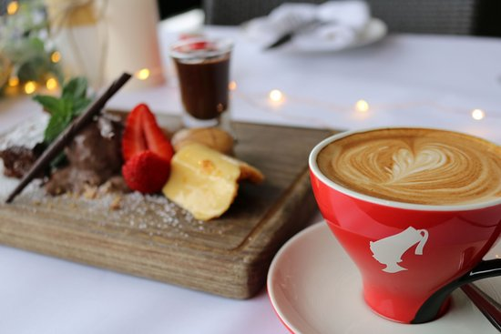 Hope Island, Australien: Chocolate Plate paired with Julius Meinl Coffee