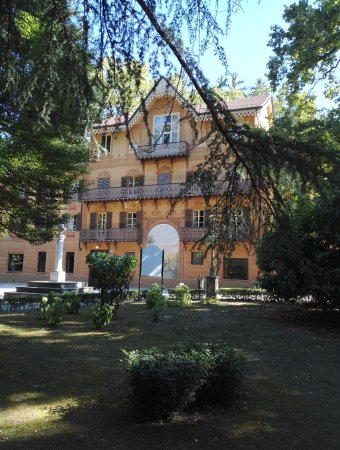 Serralunga d'Alba, Italien: Zona parco
