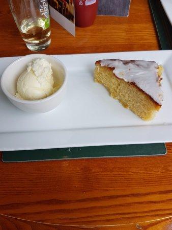 Isla de Wight, UK: Lemon Drizzle Cake