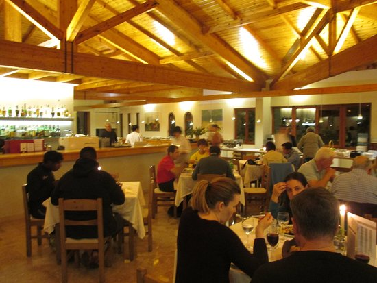 Hotel Europa: 2階にはロッジ風のレストランがあります。